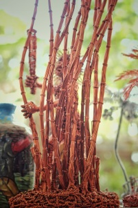 IAN VALLADAREZ amazing wire sculpture.